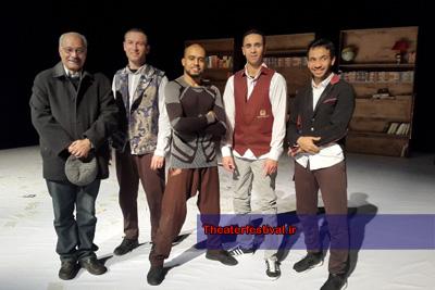 """دکتر محمد رضا خاکی در جمع گروه اجرایی نمایش """" شاخص """" از فرانسه"""