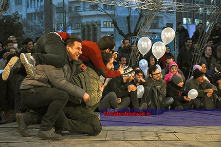 لحظه ای جالب در نمایش خیابانی جشنواره تئاتر فجر